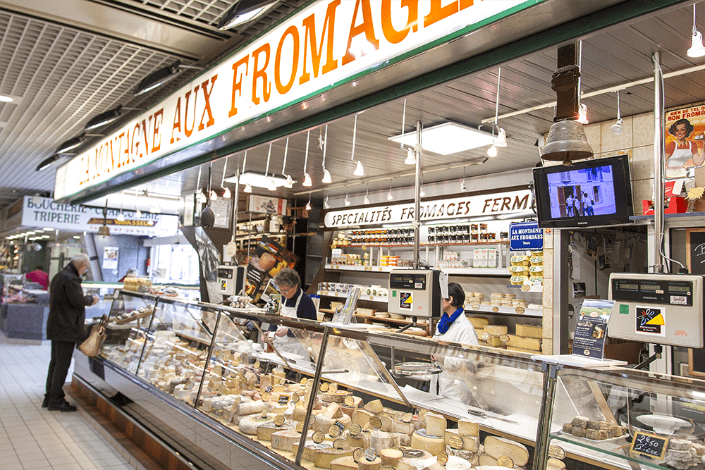 les-halles-de-tours_commercants-fromagerie-la-montagne-aux-fromages-background-fromage-3