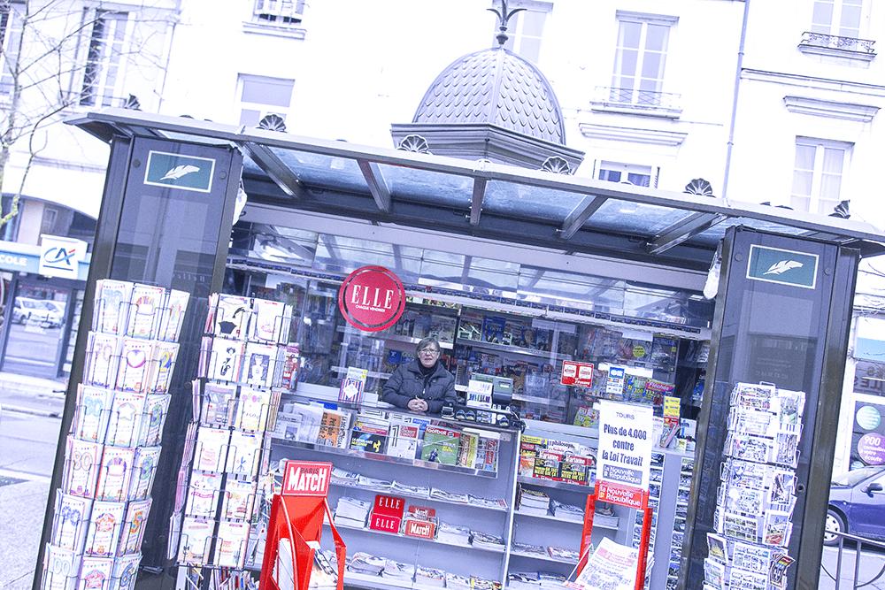 les-halles-de-tours_commercants-presse-le-kioske-a-journeaux-background-journal-du-jour-1