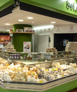 les-halles-de-tours_commercants-fromagerie-beillevaire-background-fromage-yaourt-1